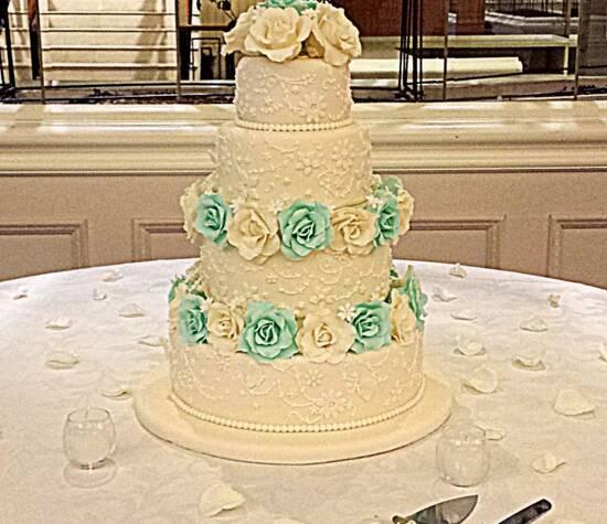 Torta bordada verde Mint , Ivory